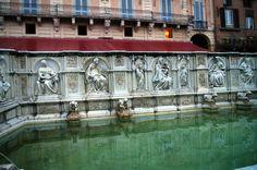 Fotos de: Italia - Siena - Fuente Gaia - Toscana
