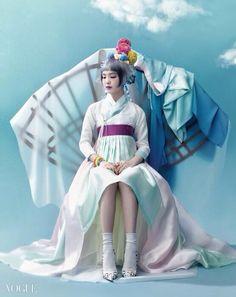 <선녀와 나무꾼 컨셉의 송소희 한복 화보> 생고사 소재 저고리와 파스텔 톤의 층치마는 천의무봉.
