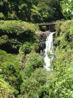 Keanae, Maui, Hawaii. Ching's Pond kallas också Blue Sapphire Pools. En vacker stopplats vid Hana Highway.