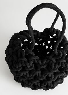 Crochet Designs, Knitting Designs, Diy Bags Tutorial, Crochet Mittens Free Pattern, Crochet Fabric, Diy Crochet, Crochet Ideas, Womens Designer Bags, Micro Macramé
