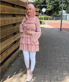 Rüschen Chiffon Bluse-Hijab Mode online Just Trendy Girls Hijab Fashion Summer, Modest Fashion Hijab, Modern Hijab Fashion, Muslim Women Fashion, Hijab Fashion Inspiration, Indian Fashion Dresses, Mode Outfits, Fashion Outfits, Hijab Mode