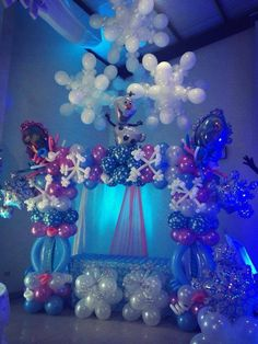 """What a beautiful cake table decoration for a """"frozen party."""" Ideal for the Holiday Season! Disney Frozen Party, Frozen Birthday Party, 3rd Birthday Parties, Frozen Decorations, Cake Table Decorations, Birthday Decorations, Stage Decorations, Tree Centerpieces, Anniversaire Luau"""