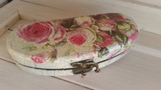 Handmade vintage looking unique wooden personalizable glasses case with leather lining. You can order it in different styles. Glasses Case, Decorative Boxes, Trending Outfits, Unique Jewelry, Handmade Gifts, Awesome, Leather, Etsy, Vintage