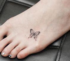 tatouage-papillon-petit-tatouage-discret-pied
