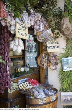 Food in Shop, Norcia, Umbria , Italy Italian Life, Italian Style, Umbria Italia, Shops, Michigan Travel, Arizona Travel, Shop Fronts, Visit Italy, Hotels
