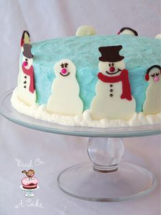 Cake with snowmen made out of white chocolate