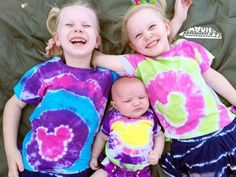 Our easy guide to DIY Tie Dye Mickey Ears shirts will have your family looking their best on your next Disney Parks vacation! Summer Camp Crafts, Camping Crafts, Disney Ties, Disney Shirts, Disney Stuff, Tie Dye Tips, Princess Crafts, Diy Tie Dye Shirts, Tie Dye Party