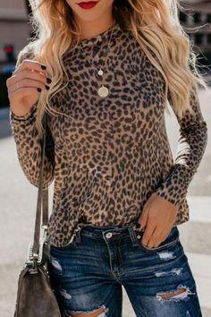 Leopard Print Outfits, Leopard Print Top, Blusas Animal Print, Animal Print Tops, Fashion News, Fashion Outfits, Womens Fashion, Outfit Invierno, Home T Shirts