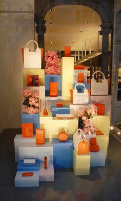 I like the blue, orange & yellow components of this display Handbag Display, Shoe Display, Visual Display, Display Design, Booth Design, Store Design, Signage Design, Display Ideas, Design Design