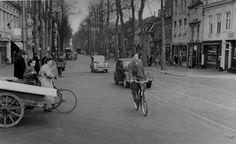 Herinner je Utrecht: De Biltstraat, 1950-1960. Let op de handkar!