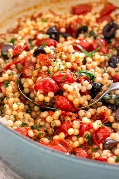 Israeli couscous with tomato and olives is a flavorful side dish that's tossed in a Mediterranean-inspired sweet and tangy cherry tomato sauce. Recipes sides Israeli Couscous with Tomato and Olives Pasta Dishes, Food Dishes, Clean Eating Snacks, Healthy Eating, Dinner Healthy, Eating Raw, Healthy Food, Cherry Tomato Sauce, Tomatoe Sauce