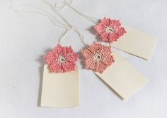 They remind me of the old stylized Tudor rose (except these have 6 petals instead of Crochet Bridal Table Favor - Seating Card - Gift Tag - DIY Wedding Embellishment - Peach and Coral Granny Square Crochet Pattern, Crochet Motif, Crochet Shawl, Crochet Flowers, Crochet Patterns, Handmade Gift Tags, Handmade Crafts, Crochet Wedding, Diy Wedding