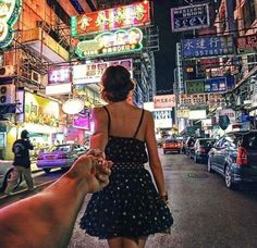 Take a picture like this everywhere you travel together. Love this idea <3