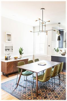 35+ Amazing Kitchen Dining Room Combo Photos – The Plumed Nest Modern Kitchen Tables, Kitchen Dining Combo, Farmhouse Style Kitchen, Dining Living Room Combo, Kitchen Ideas, Open Kitchen, Kitchen Inspiration, Dining Room Design, Dining Room Table