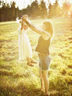Der Alltag mit Kindern ist oft stressig und viel zu oft vergessen wir in der Hektik, wie glücklich wir eigentlich sind. Glücklich über unsere Kinder! Einfach weil es sie gibt...