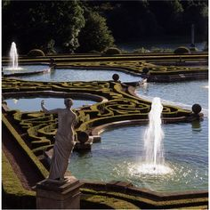Blenheim Palace  Statue and the Italian Garden on the east side of the palace, with formal knot garden style of low box hedges and gilded fountain at its centre    WoodstockOxfordshireEngland