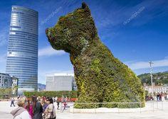 A hatalmas virág szobor kiskutya a Guggenheim Múzeum — Stock Kép #10489755