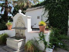 Jardins e fonte do Palacete de Cázulas, em Otívar, na província de Granada, Comunidade Autônoma da Andaluzia, Espanha.  Fotografia: http://www.cazulas.com