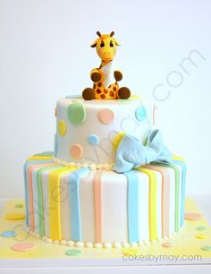 READY FOR SHIPPING Baby Giraffe Fondant Cake door CakesbyMaylene