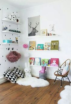 Kids room/library