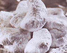 Κουραμπιέδες από τον πολυαγαπημένο μας Ηλία Μαμαλάκη! | Sokolatomania.gr Xmas Food, Christmas Sweets, Christmas Cooking, Christmas Time, Greek Sweets, Greek Desserts, Greek Recipes, Kourabiedes Recipe, Cookie Recipes