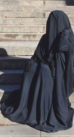 Arab Girls Hijab, Girl Hijab, Muslim Girls, Muslim Women, Hijab Niqab, Muslim Hijab, Anime Muslim, Beautiful Hijab, India Beauty