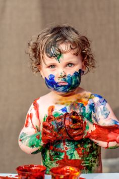 Finger painting is fun for a budding artist Cool Baby, Baby Kind, Cute Kids, Cute Babies, Little Children, Children Style, Finger Painting, Body Painting, Jolie Photo