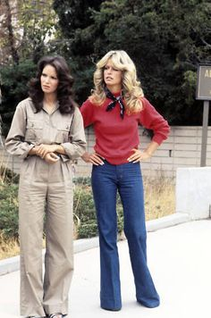 S ANGELS - gallery - Season One - Farrah Fawcett-Majors , Jaclyn Smith and Kate Jackson played undercover detectives Jill Munroe, Kelly Garrett and Sabrina Duncan of the Charles Townsend. 70s Outfits, Vintage Outfits, Mode Outfits, Fashion Outfits, Seventies Fashion, 70s Fashion, Trendy Fashion, Vintage Fashion, Fashion Trends