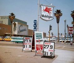 The Mobilgas station and Valley Plaza at Laurel Canyon and Victory in North Hollywood (ca. Drive In, California History, Southern California, Vintage California, Lakewood California, Valley California, Pompe A Essence, Cities, Old Gas Stations