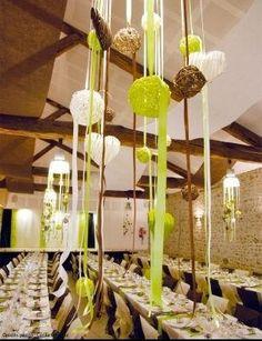 Une déco de table parfaitement coordonnée mariant #blanc et #vert ...