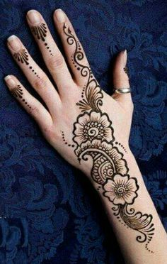 Mehndi is something that every girl want. Arabic mehndi design is another beautiful mehndi design. We will show Arabic Mehndi Designs. Easy Mehndi Designs, Henna Hand Designs, Mehndi Designs Finger, Henna Tattoo Designs Simple, Latest Henna Designs, Arabic Henna Designs, Mehndi Designs For Beginners, Mehndi Designs For Girls, Mehndi Simple