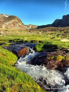 """#Granada #Trevélez - Cañada de las Siete Lagunas GPS 37.050086, -3.290106  Foto de Jesús Sánchez Bermejo (http://www.panoramio.com/user/6537) De las cimas del Mulhacén y de la Alcazaba salen en dirección Sur sendas lomas, que bajan hacia las Alpujarras. Entre esas lomas se encuentra la Cañada de Siete Lagunas, uno de los sitios más bonitos de Sierra Nevada, y lugar inmejorable como base para """"atacar"""" estas dos cumbres."""