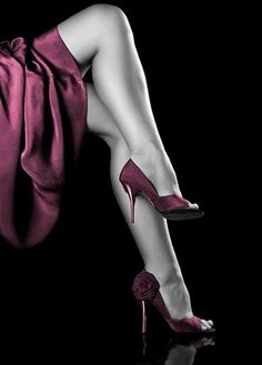 Grace in the forms and extraordinary beauty of the female legs.