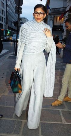 Zendaya Style and nailed this look. So chic. Forever fav Always aspired to discover ways to knit, yet unclear where. Estilo Zendaya, Mode Zendaya, Zendaya Outfits, Zendaya Style, Mode Outfits, Fashion Outfits, Womens Fashion, Fashion Trends, Zendaya Fashion
