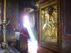Cele mai cunoscute şi mai eficace mijloace pentru dobândirea Duhului Sfânt, conform cu învăţătura Sfintelor Scripturi şi cu experienţa marilor sfinţi, sunt următoarele: 1. Inima curată şi trupul neîntinat. 2. Smerenia. 3. Ascultarea de glasul lui Dumnezeu. 4. Rugăciunea. 5. Devotament Painting, Art, Art Background, Painting Art, Kunst, Paintings, Performing Arts, Painted Canvas, Drawings