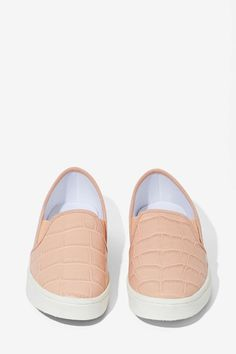 Report Keelin Slip-On Sneaker - Blush | Shop What's New at Nasty Gal