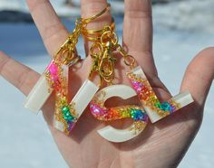 Diy Resin Keychain, Nail Art For Kids, Personalised Keyrings, Clear Epoxy Resin, Diy Resin Crafts, Glitter Cups, Letters And Numbers, Resin Jewelry, Initials