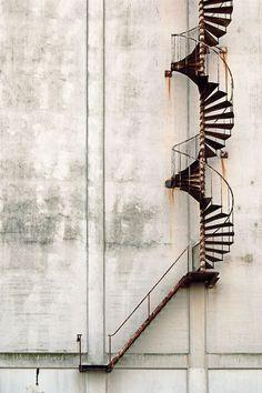 Mouvement/Temps(rouille)/Territoire =?> ces escalier mènent-ils quelque part ? Et si oui où ?