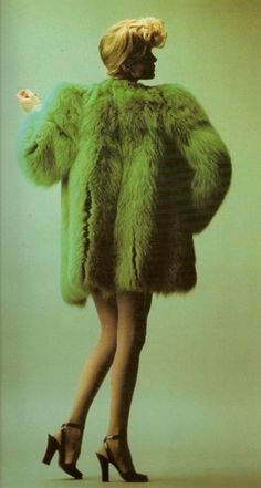 Willy van Roy by Hans Feurer Green fur coat by Yves St Laurent, 60s And 70s Fashion, Retro Fashion, Vintage Fashion, Petite Fashion, Curvy Fashion, Fall Fashion, Style Fashion, Gianni Versace, Green Fur Coat