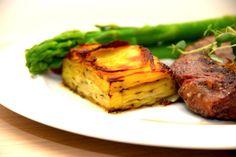 Pommes Anna er en kartoffelret fra Frankrig, og den skal helst laves i god tid, så kartoflerne får lov til at sætte sig med det smeltede smør. Pommes Anna er blevet en klassiker fra Frankrig, som