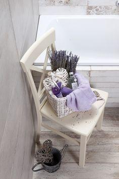 Koupelna provence. Nezapomeňte na květiny ve svěžích barvách, typické pro kraj Provence. A to je především levandule, hortenzie nebo růže. Provence, Aix En Provence