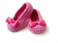 Baby Girl Slippers Crochet PATTERN, PDF file. Patterns are written in American Crochet terms and include 5 pages with step by step photo tutorial. Crochet Pattern for this Cute little Baby slippers with satin bows is available for instant download after p
