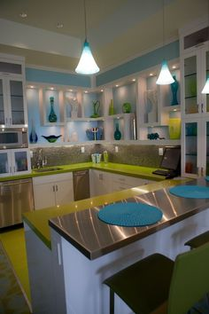 Retro Modern Kitchen - Apple Green & Aqua