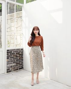 Ideas skirt fall outfits brown for 2019 Long Skirt Fashion, Long Skirt Outfits, Modest Outfits, Modest Fashion, Fashion Dresses, Fall Outfits, Korean Girl Fashion, Ulzzang Fashion, 80s Fashion