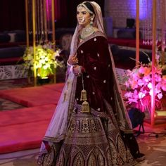 Looking for Bridal Lehenga for your wedding ? Dulhaniyaa curated the list of Best Bridal Wear Store with variety of Bridal Lehenga with their prices Indian Bridal Outfits, Indian Bridal Lehenga, Indian Bridal Fashion, Pakistani Bridal Dresses, Indian Bridal Wear, Indian Designer Outfits, Lehenga Indien, Manish Malhotra Bridal, Bridal Lehngas