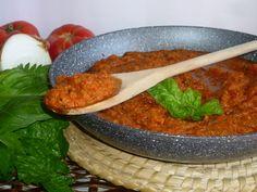 ricetta del sugo finto, ricetta economica tipica toscana, preparata con pomodori, cipolla sedano carote, per un condimento saporito e gustoso