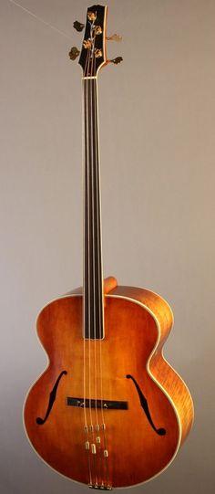 frettedchordophones:    Alexandr Svistunof fretless acoustic bass   =Lardys Chordophone of the day - a year ago --- https://www.pinterest.com/lardyfatboy/ Confira aqui http://mundodemusicas.com/lojas-instrumentos/ as melhores lojas online de Instrumentos Musicais.