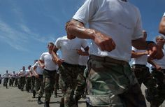 Fit enough to fight? Pentagon puts fitness standards to the test as obesity rates rise Navy Seal Workout, Running On The Beach, Navy Seals, Special Forces, Pentagon, Kettlebell, Build Muscle, Body Weight, Military