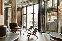 first look chicagos new robey hotel and hollander hostel chicago magazine travel
