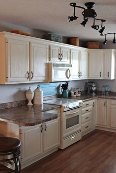 New Kitchen Colors With Oak Cabinets Paint White Appliances 32 Ideas Refacing Kitchen Cabinets, White Kitchen Cabinets, Painting Kitchen Cabinets, Kitchen Redo, Home Decor Kitchen, New Kitchen, Home Kitchens, Kitchen Remodel, Kitchen Design